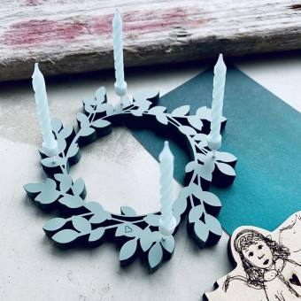 NOGALLERY Adventskranz mit vier Kerzen - Deko Schriftzug Holz
