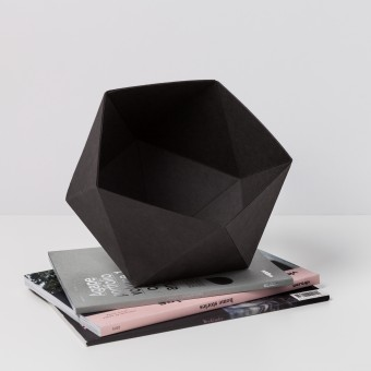 KAMI. GEOMETRIC BOX BLACK
