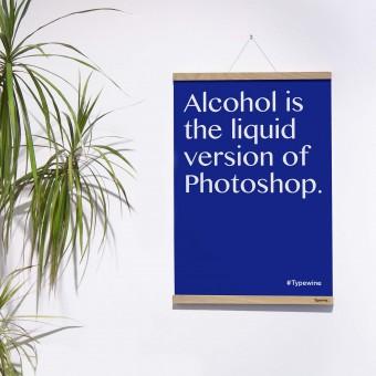 """Typo Poster mit Weinspruch """"Liquid Photoshop"""" von Typewine inkl. Magnetischer Posterleiste A2"""