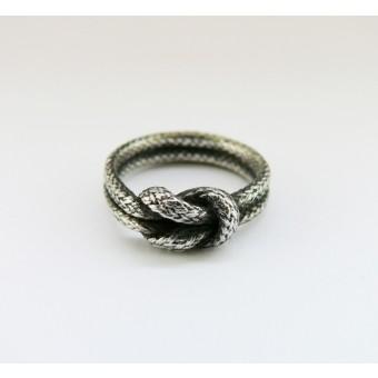 vivian meller jewellery Seilring geschwärztes Silber Kreuzknoten