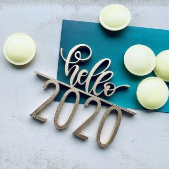 NOGALLERY hello 2020 - Deko Schriftzug Holz