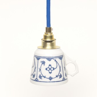 Lieselotte handgefertigte limitierte Lieselotte Hängelampe aus Vintage-Kaffeetasse mit indisch-blauem Dekor