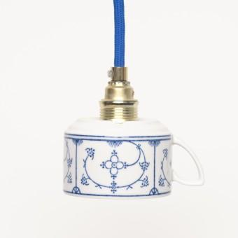 Lieselotte handgefertigte limitierte Lieselotte Hängelampe aus Vintage-Teetasse mit indisch-blauem Dekor