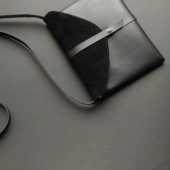 Grotkop Collection Umhängetasche LIV schwarz, pflanzlich gegerbt