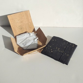 Grotkop Collection Maskentasche aus Kork, Schwarz/Gold