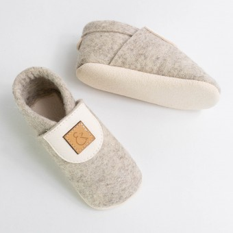MEIN EIN & ALLES Babyschuhe / Krabbelschuhe / Hausschuhe aus Merino-Wollfilz und Bio-Leder in Weiß