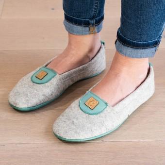 MEIN EIN & ALLES Hausschuhe für Damen aus Merino-Wolle und Bio-Leder in Grün