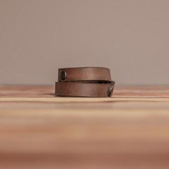 LEDERJUNGE – Nietenarmband, Armband »CARLOS« aus Rhabarberleder (braun-used)
