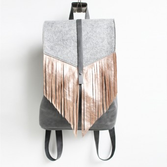 Grotkop Collection – PASSAGIER Rucksack Grau mit  Metallic Kupfer Fransen