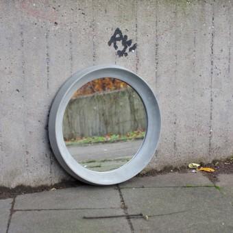 rohes wohnen runder Spiegelrahmen aus Beton 40 cm