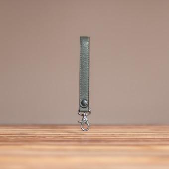 LEDERJUNGE – Schlüsselband »ARNE« aus Rhabarberleder (grau)