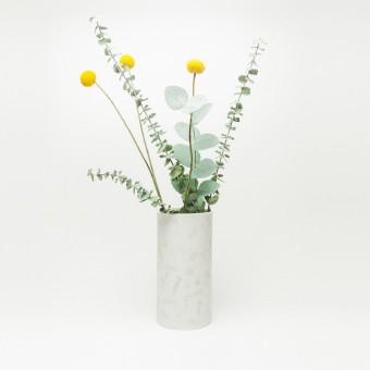 Rimma Tchilingarian – The Dotty Vase – Handgemachtes Porzellan, weiß und grau